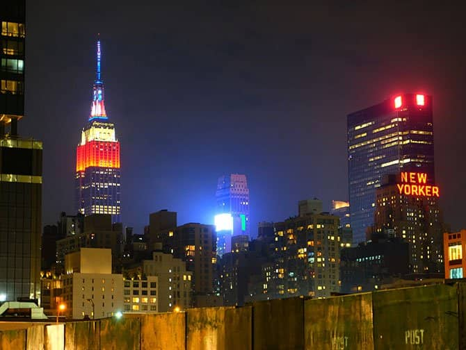 マンハッタンのミッドタウン - 夜のエンパイアステートビル