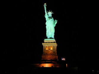 バトー ニューヨーク ディナークルーズ - 自由の女神