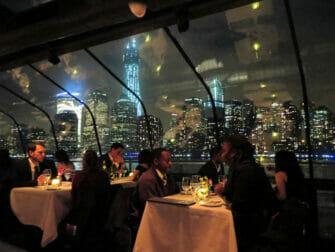 バトー ニューヨーク ディナークルーズ - お客さんの様子