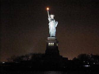 日本語ガイド ニューヨーク ディナークルーズ - 夜の自由の女神