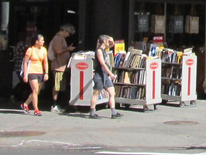 ニューヨーク ストランドブックストアの本