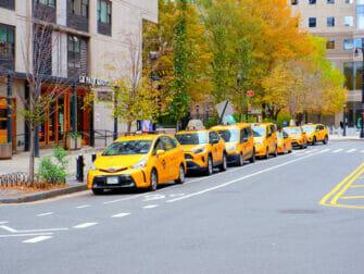 ニューヨークの通りで見かけるイエローキャブ