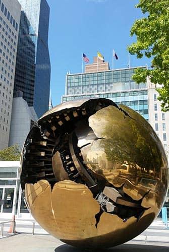 ニューヨーク 国連本部 - 地球儀 アート