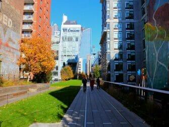 ニューヨーク ハイラインパーク - ビル群に囲まれた公園