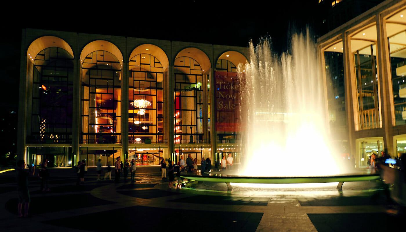 ニューヨーク リンカーンセンター 夜のリンカーンセンター