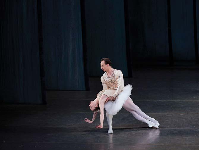ニューヨーク バレエ チケット - 宝石の踊り