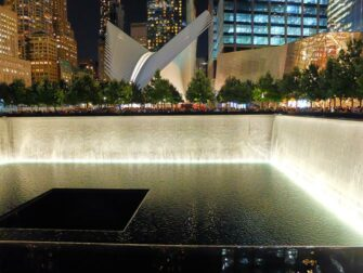 ニューヨーク 夜の 9/11メモリアル