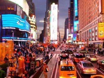 ニューヨーク ビッグバス - 夜のタイムズスクエア