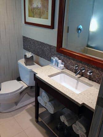 ニューヨークのホテル ウィンダムガーデンチャイナタウン バスルーム