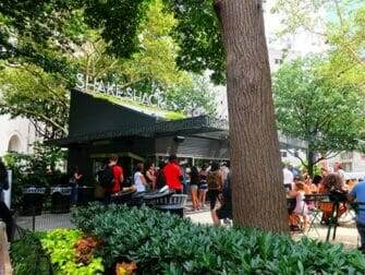 ニューヨーク 公園 マディソンスクエアパーク の シェイクシャック