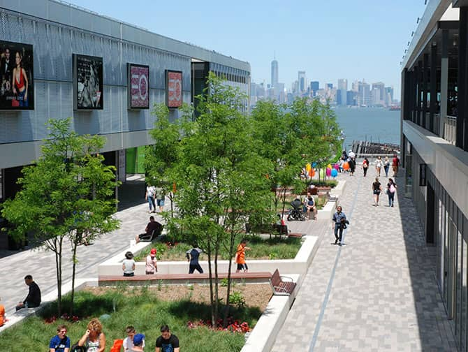 ニューヨーク エンパイアアウトレット - スカイラインの景色