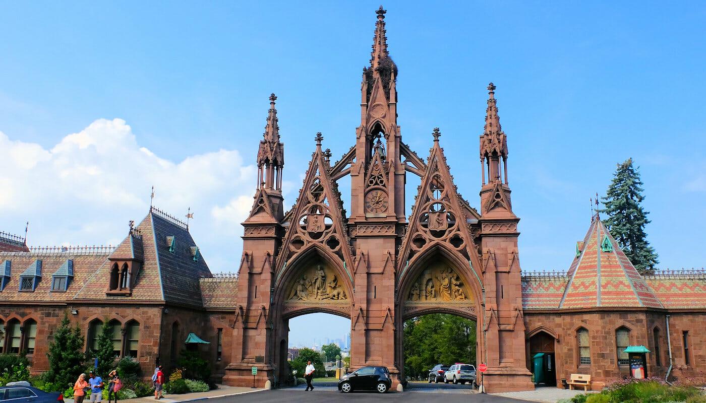 ブルックリン ツアー - グリーンウッド墓地 入口