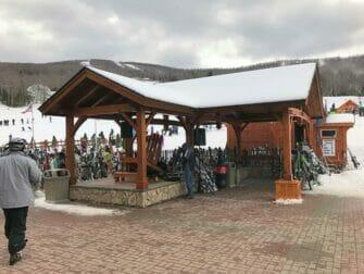 ニューヨーク発 スキー スノーボード 日帰りツアー - スキー置き場
