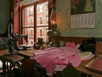 ニューヨーク テネメント博物館 - Levine-Parlor-Battman-Studios