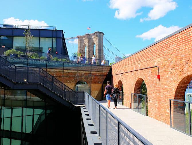 ニューヨーク ブルックリンブリッジパーク - Empire Stores 屋上.jpg