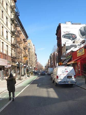 ニューヨーク ロウアーイーストサイドの通り