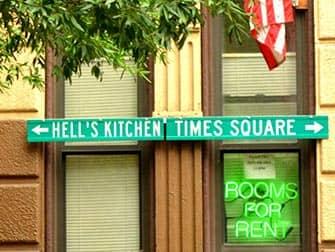 ニューヨークのヘルズキッチン 道路標識