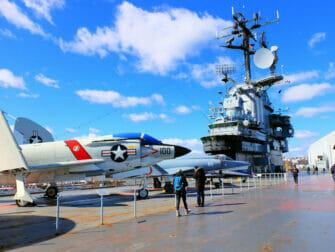 ニューヨークのベテランズデー イントレピッド海上航空宇宙博物館