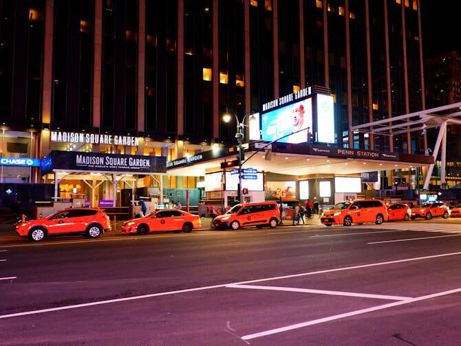 ニューヨーク マディソンスクエアガーデン 看板