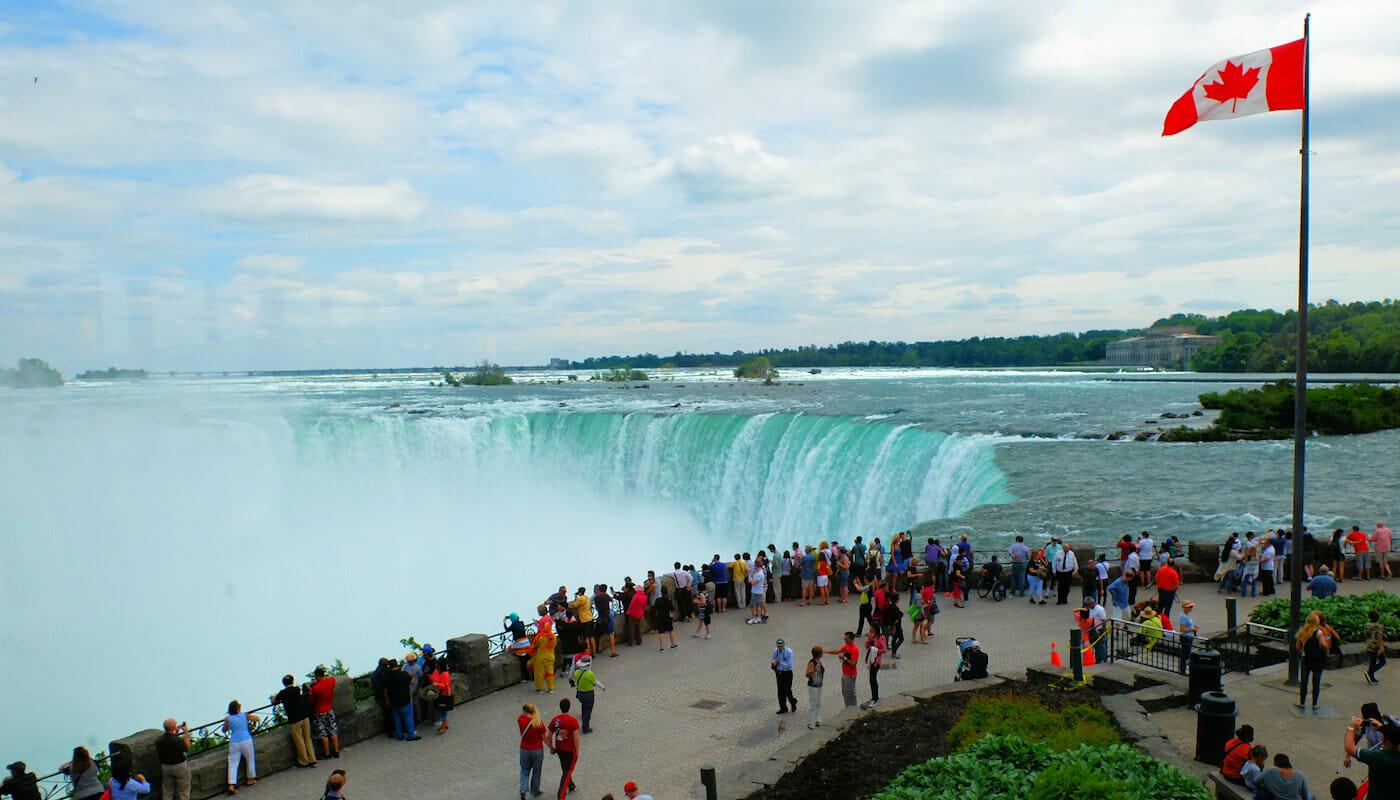 ナイアガラの滝 チャーター機利用 日帰りツアー カナダ