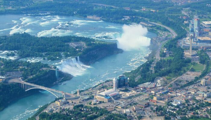 ナイアガラの滝 チャーター機利用 日帰りツアー 飛行機からの眺め