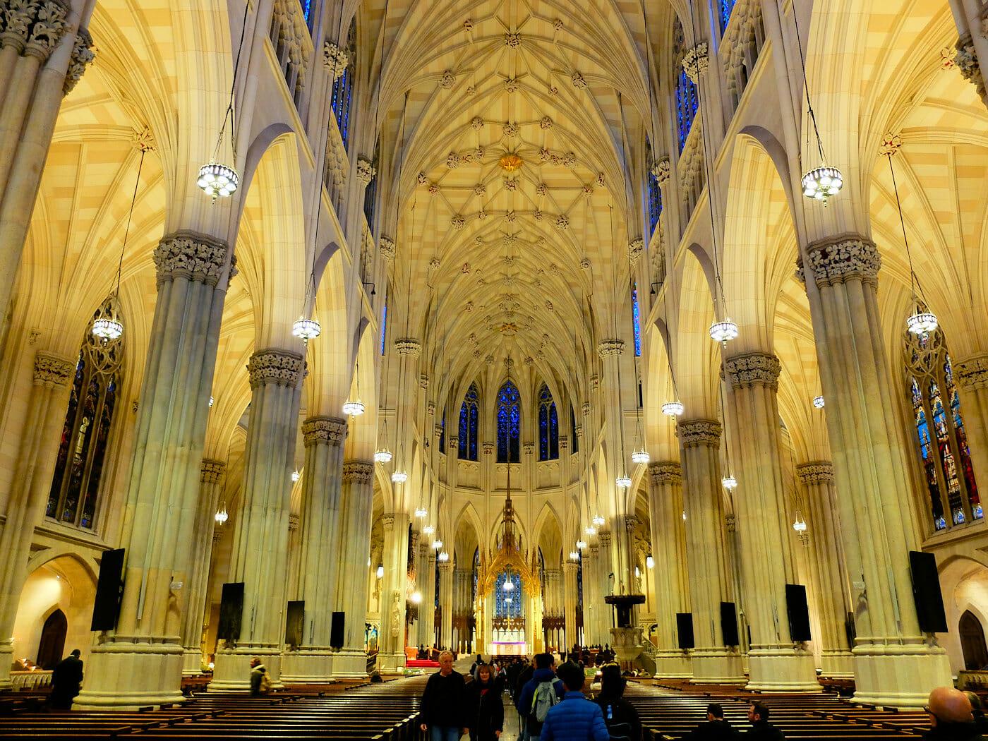 ニューヨーク セント パトリック 大聖堂 - 騒霊な内装