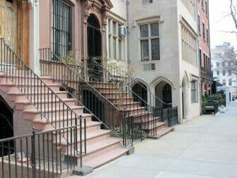 ニューヨーク クラシック映画 ツアー - 「ティファニーで朝食を」のアパートメント