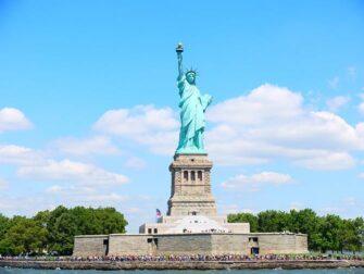 ニューヨーク サイトシーイング フレックスパスとエクスプローラパスの違い - 自由の女神
