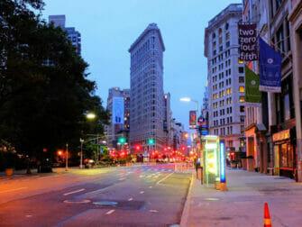 ニューヨーク フラットアイアンビル - 夜間