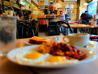 ニューヨーク 朝ごはん - ラ・ボンボニエールでの朝食