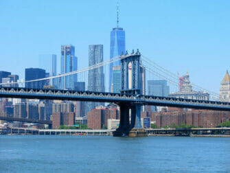 ニューヨークのマンハッタンブリッジ - スカイライン