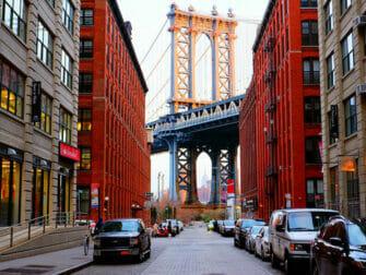 ニューヨークのマンハッタンブリッジ - エンパイアステートビルと共に