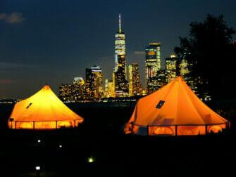 ニューヨーク ガバナーズアイランド - 夜のテント